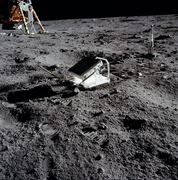 Retroreflector on the moon